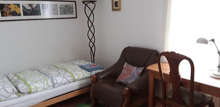 Liebewohl, individuel eingerichtete Einzelzimmer