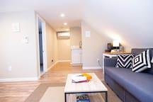 Cozy Upper Level Suite in Williams District