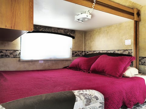 Private charming RV Getaway, 15min from Seaworld.