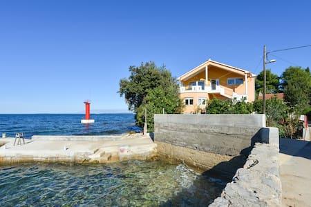 Villa Profaca - Sutomišćica - Wohnung