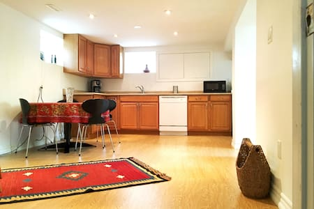 Basement Apartment 5 min walk from Finch Subway - Toronto - Entire Floor
