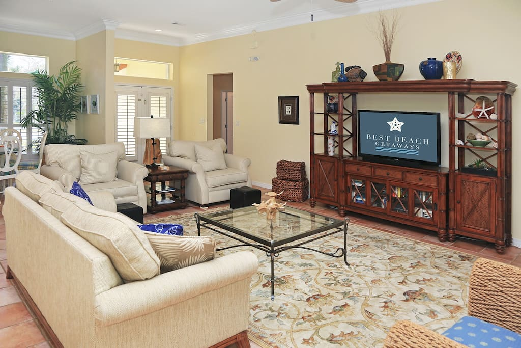 Couch,Furniture,Entertainment Center,Cabinet,Indoors