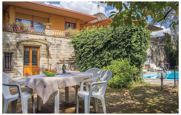 Semi-Detached with 3 bedrooms on 250 m²