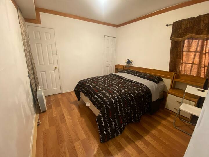 LA2 - Cozy Room