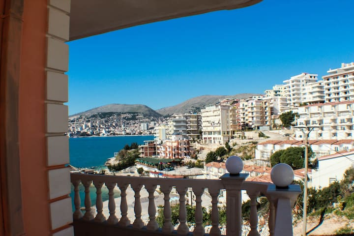 Studio flat with side sea view in Saranda