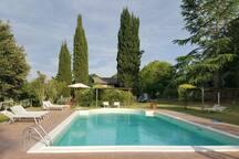 La piscina con solarium