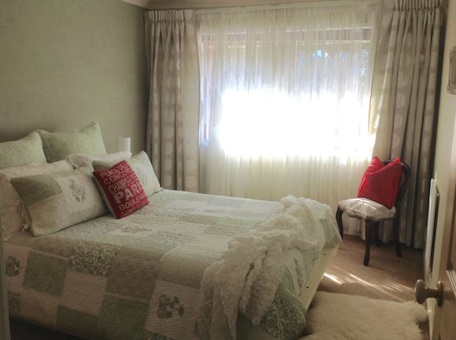 Queen bed and full bath- beautiful!