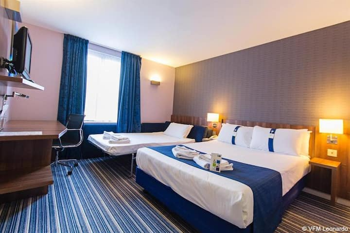 Essential and Business Travel Only: Cute And Cozy Room Standard At Poole
