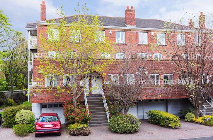 Beautiful Apartment - Near City Centre, RDS, Aviva - Dublin