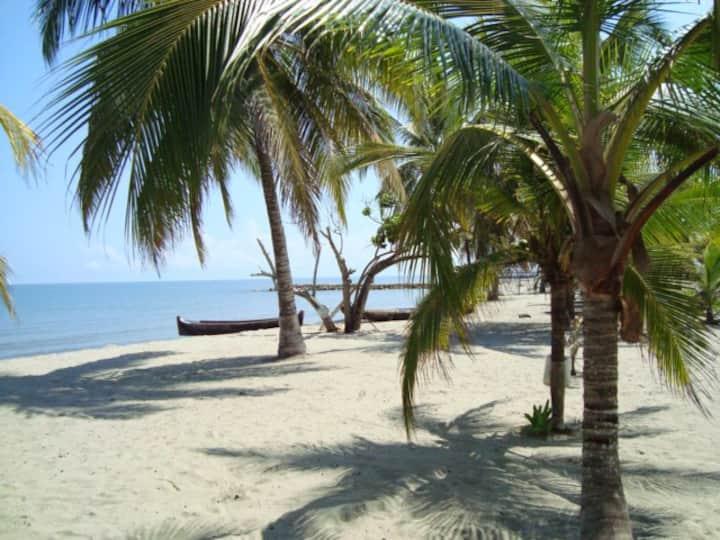 Cabañas Entre Tolú y Coveñas frente a la Playa