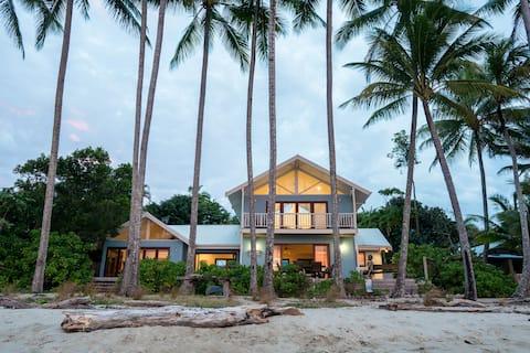 Frangipani Beach House - Beachfront/Heated Pool