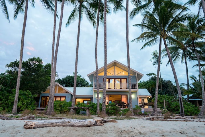Frangipani Beach House - Beachfront/Heated Pool