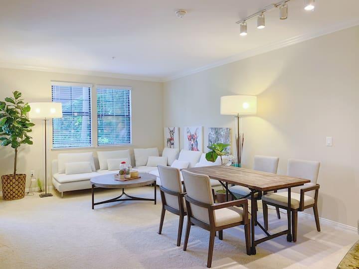 Irvine luxury private 2b2b  pool apartment