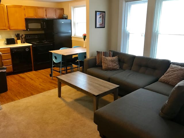 Cozy 2BR Mass Ave Area Apartment - Indianapolis - Íbúð