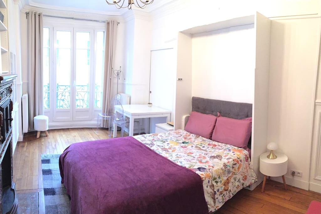 Chambre avec armoire-lit