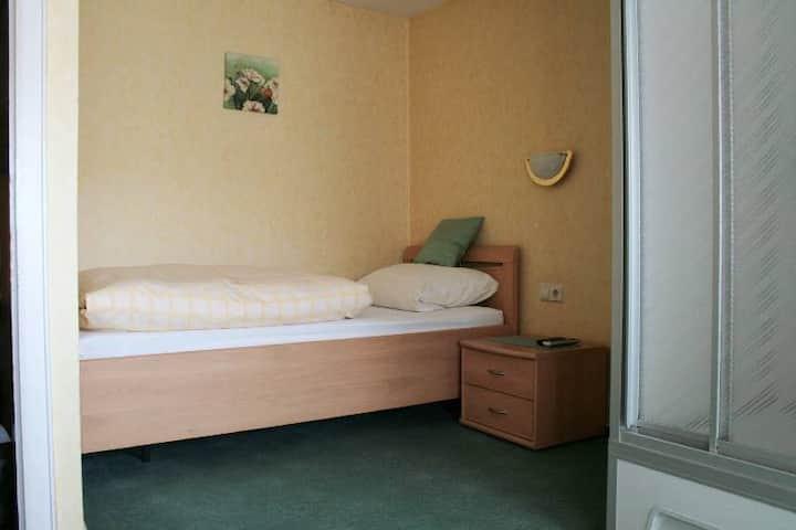 Gasthaus Kreuz (Biberach), Einzelzimmer mit Dusche und Etagen-WC