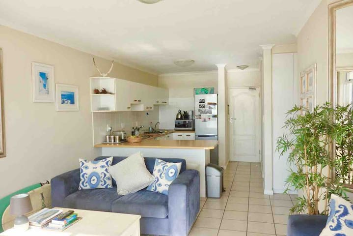 Open plan - fully equipped kitchen & Breakfast nook - Lounge area with TV - dining area