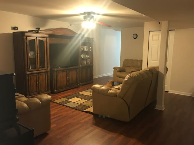 Roomy Basement Apartment near Calvert Cliffs