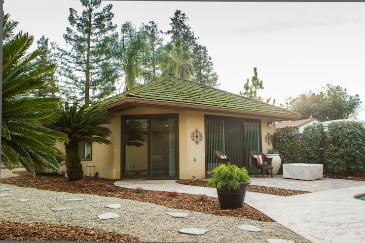 Private Poolside Guest Cottage - Porterville