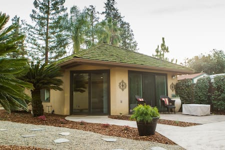 Private Poolside Guest Cottage - Porterville - Maison
