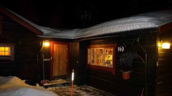 Mysig timmerstuga med Ski in Ski out