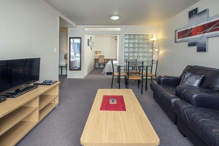 2 Bedroom Apartment -1King/1Queen