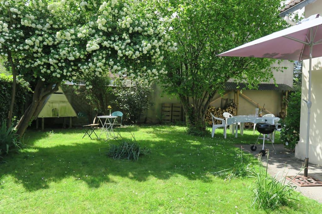 Apéritif et repas au jardin