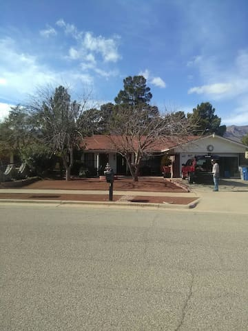 Comfortable home near Ft.Bliss - El Paso