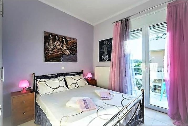 Pasiphae Art Bedroom in AπArt Gallery Villa