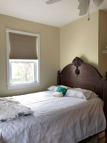 Radiant, sunny bright and cozy private bedroom