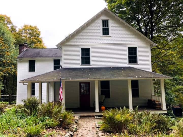 Litchfield Getaway: 1890 Colonial in Washington CT