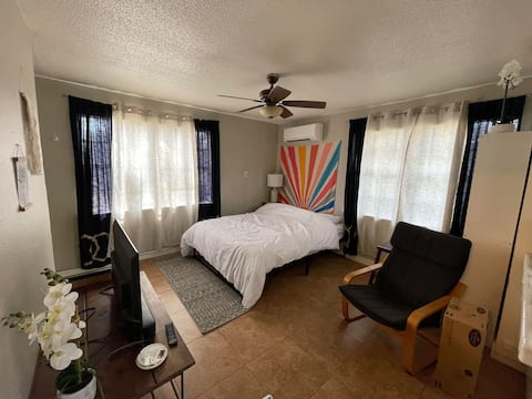 Tiny Home: Short Drive to Central TX Attractions