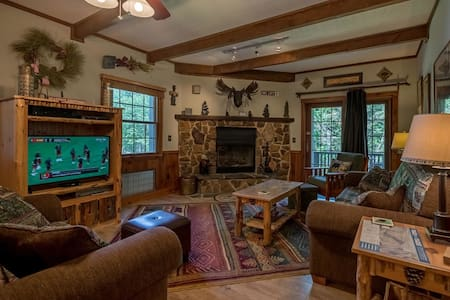 Whistlepunk #16: 2 Bedrooms, 2 Full Baths:  Ski In / Ski Out, Wood Fireplace.