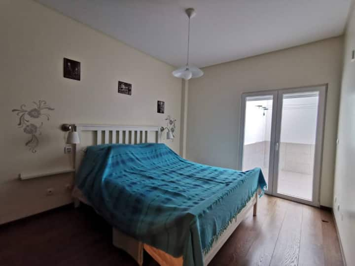 Cozy bed-room with pool in Sesimbra