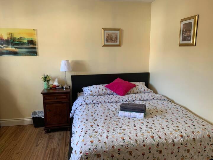 Nice Room2(warden/sheppard Free parking)