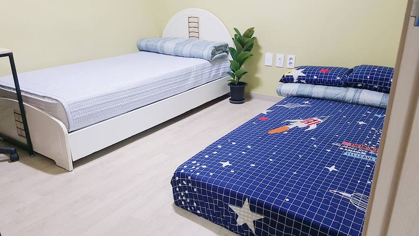 Cozy and Comfy Room 15 mins. away from Dongdaemun - Seul - Apartament