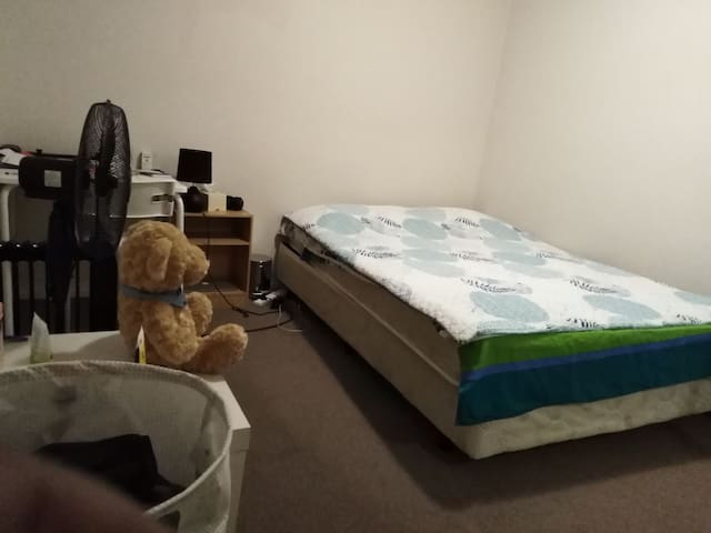 furnished room 1km from station For Female only.