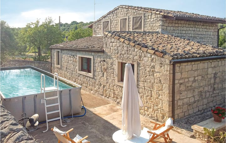 Stunning home in Modica RG with Outdoor swimming pool, WiFi and Outdoor swimming pool