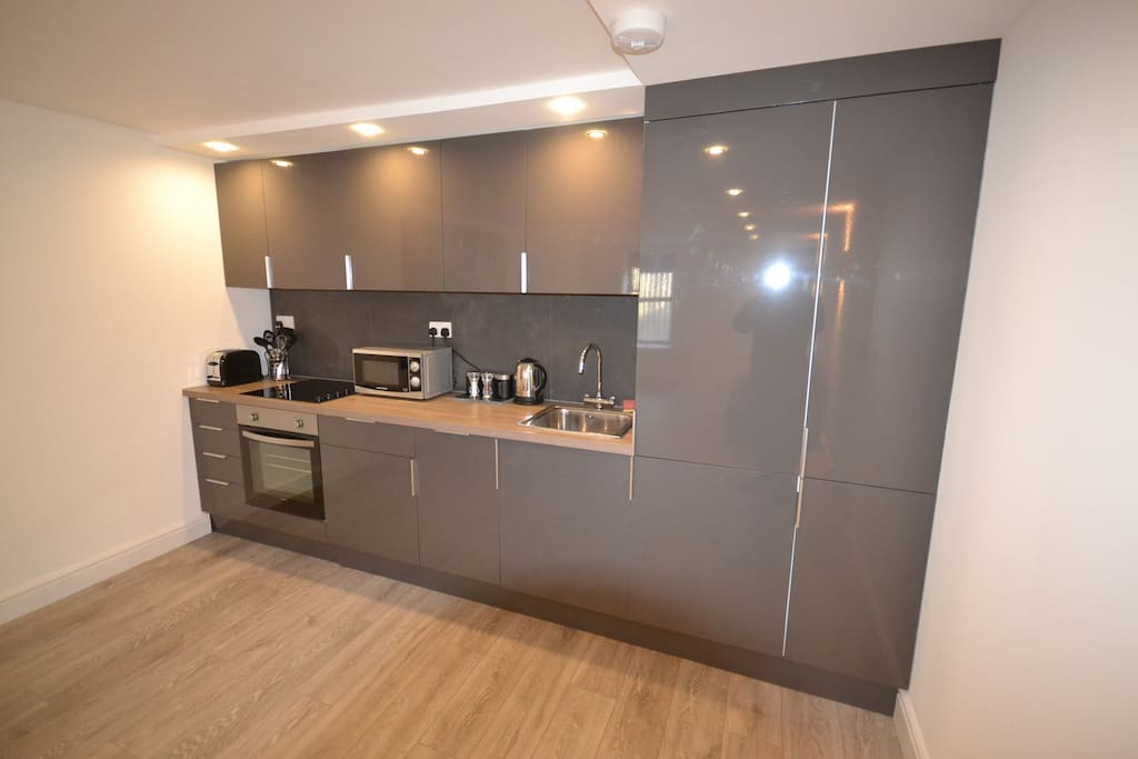 Fully fitted kitchen inc dishwasher and washer/dryer.