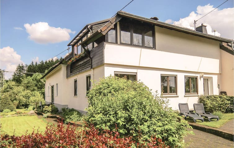 Holiday apartment with 2 bedrooms on 81m² in Duppach