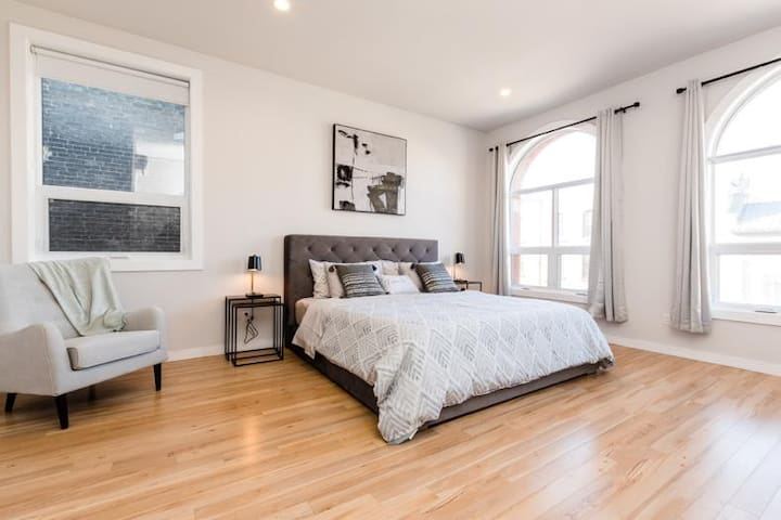 Bright & Beautiful Loft Space- Downtown London ON.