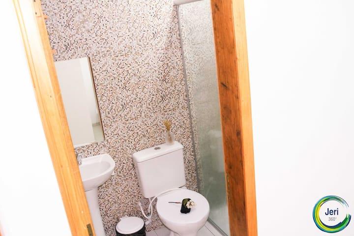 Quarto duplo com ar e banheiro no Jeri 360 - apt 1