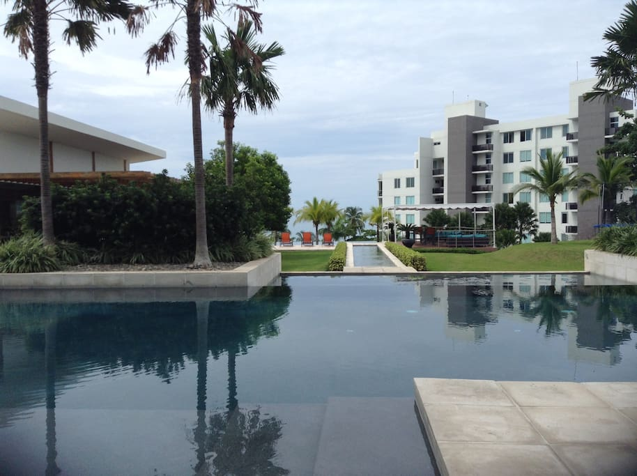 Pool nearest to Horizon Torre
