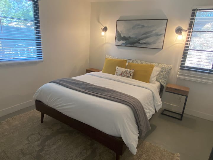 Stunning 1 Bedroom Guest House!!