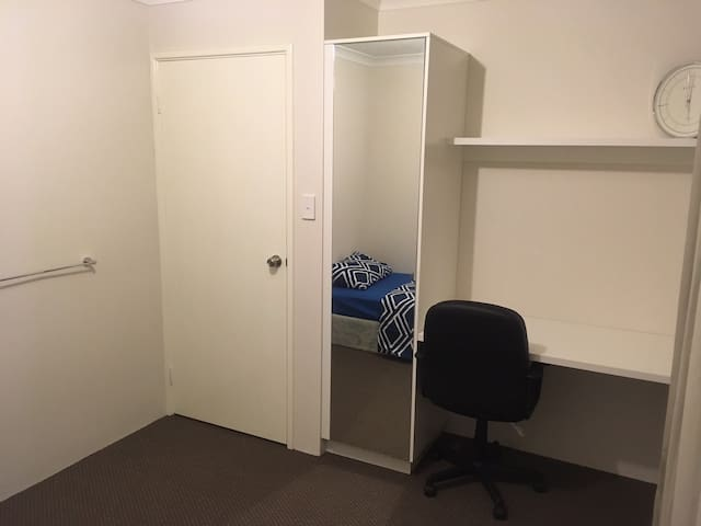Great location to stay near Curtin Uni in Perth - Waterford - Dům
