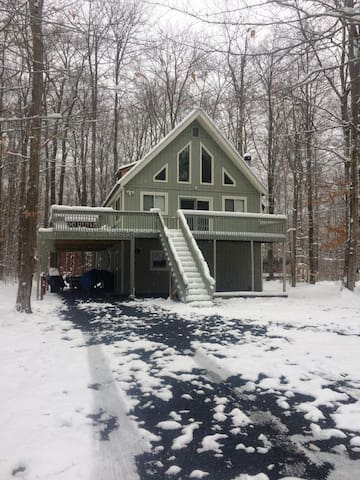 POCONO RETREAT / SUMMER OR WINTER / PARTY HOUSE - Coolbaugh Township - บ้าน