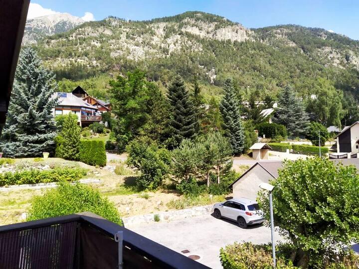 Joli studio bien équipé, balcon et espaces verts