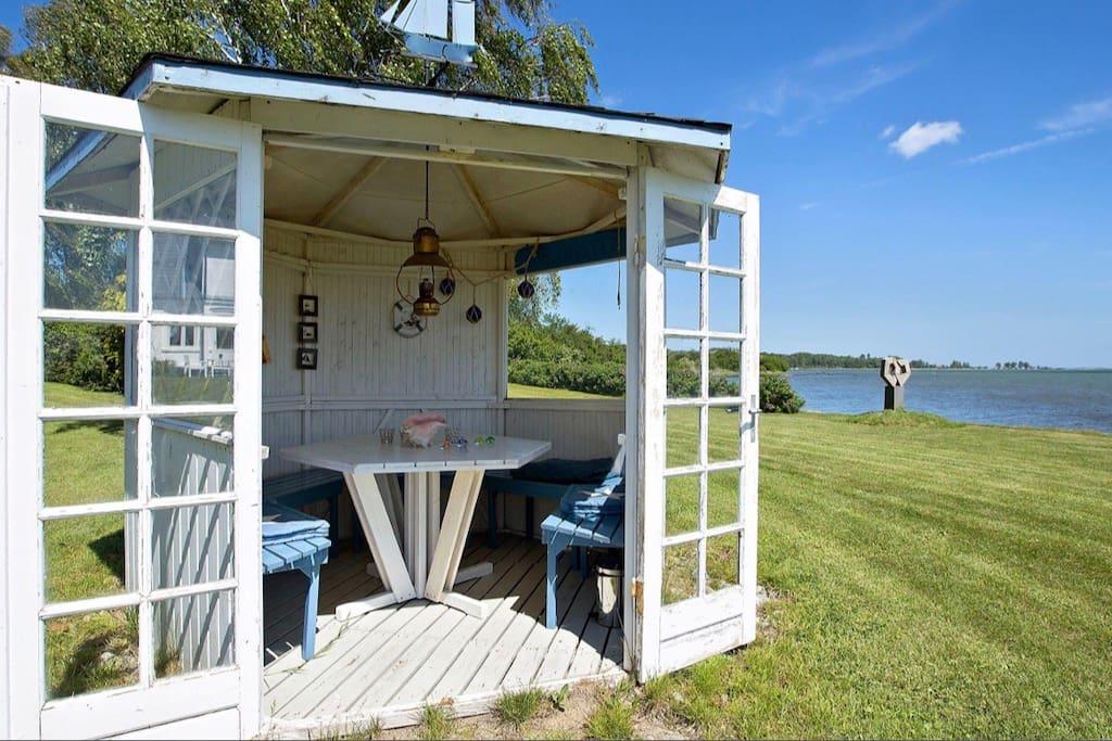 Cozy beach house. Perfect for sundowner views
