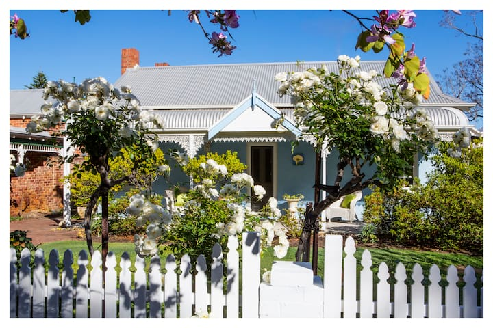 Artist's sanctuary with tranquil gardens in Perth