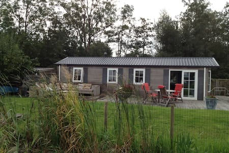 Cottage on waterside in Friesland - Grou - Cabin